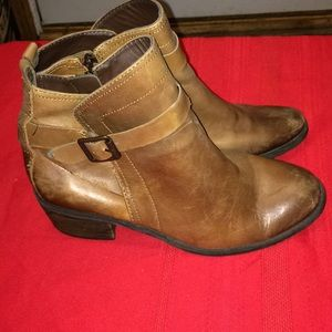 Vince Camuto boots 8